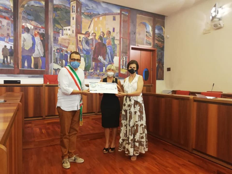 """Featured image for """"Consegnato al Comune di San Costanzo un contributo per le famiglie in difficoltà."""""""